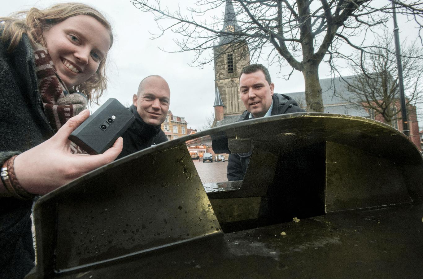 Smart city application; the sensor put in a waste bin